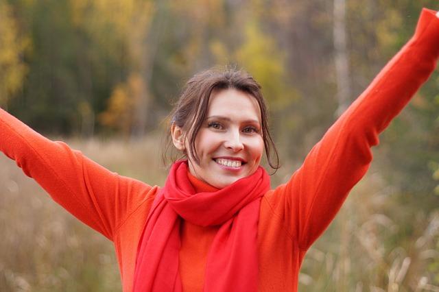 žena s šálou